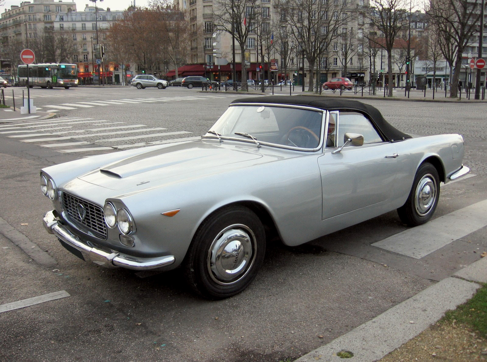 Lancia Flaminia Zagato super sport chez Autodrome Paris, Importateur ...