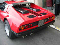 ferrari_365gt4bb_red_rear_detail.jpg (242702 octets)