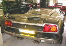 lamborghini_diablo_roadster_vt_showroom_rear.JPG (234046 octets)